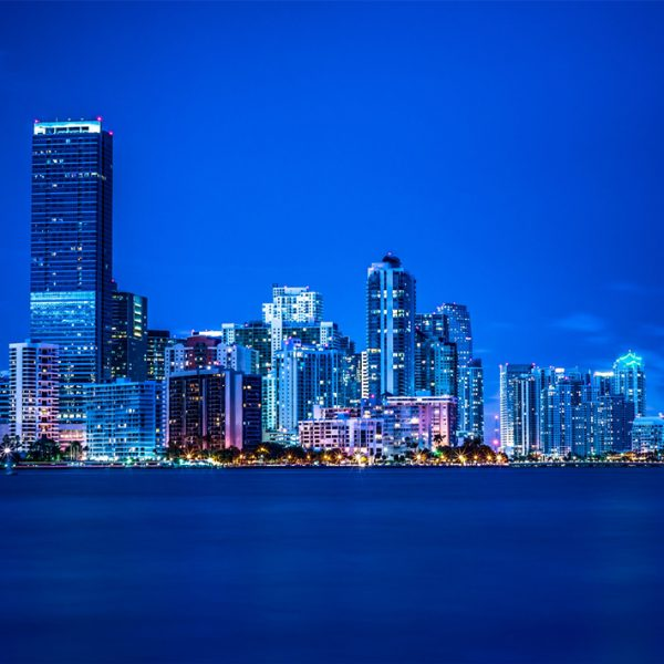 Miami-Florida-night-lights-city-buildings-blue_2560x1920_副本