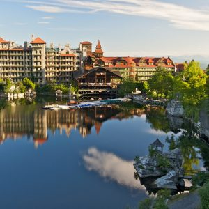 Mohonk_Mountain_House_2011_Main_Buildings_around_Lake_5_FRD_3146_副本