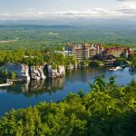 Mohonk_Mountain_House_2011_View_of_Mohonk_Lake_from_One_Hiking_Trail_FRD_3247_副本